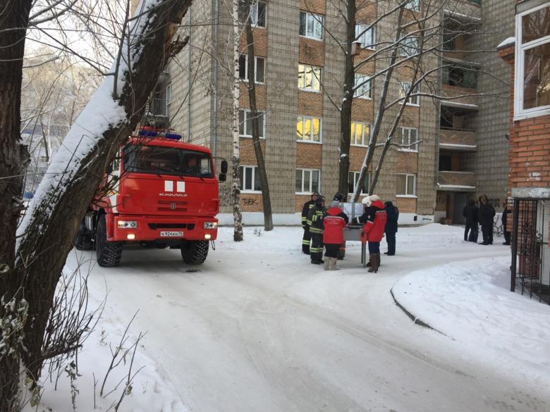 В Томске загорелось общежитие, идет эвакуация