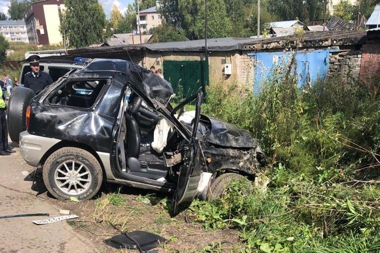 Один человек погиб при наезде Toyota на столб в Богашево