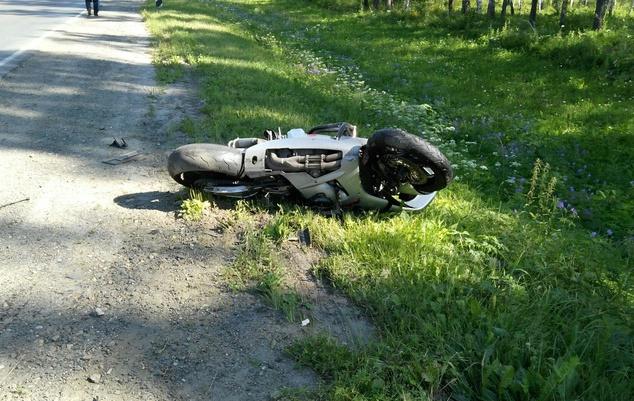 Мотоциклист погиб после столкновения с Toyota на томской трассе