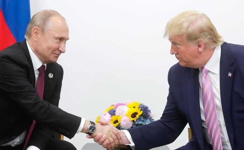 Трамп: Россия переживает трудные времена из-за коронавируса