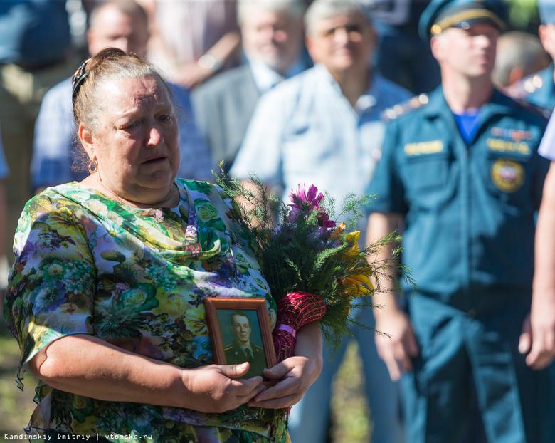 Томичи возложили цветы в память о погибших курсантах училища связи