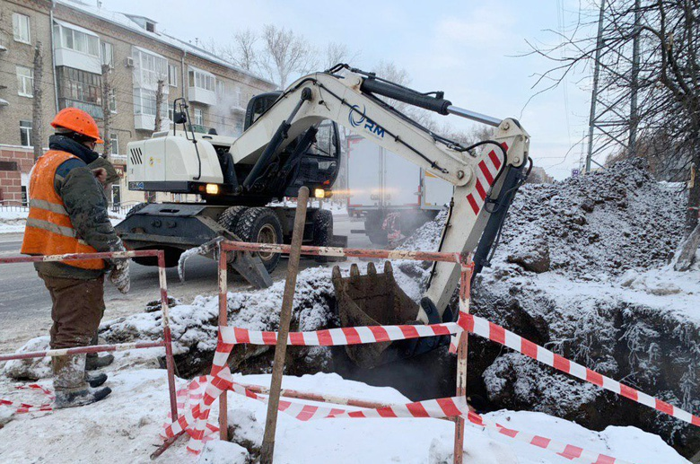 Отопление и ГВС отключили в нескольких домах Томска для замены участка теплосети