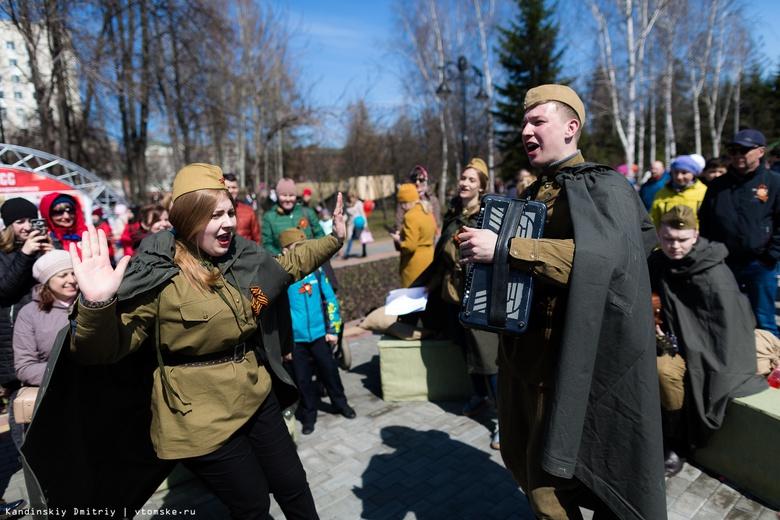 Томичи научатся завязывать георгиевскую ленточку и споют песни в День Победы