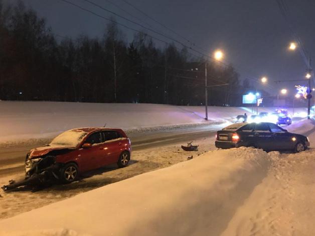 Два авто столкнулись на Мира в Томске, пострадала девочка-младенец