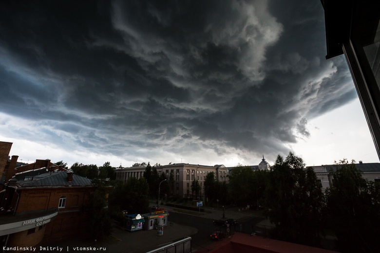 МЧС: дожди, грозы и шквалистый ветер ожидаются в субботу в Томской области