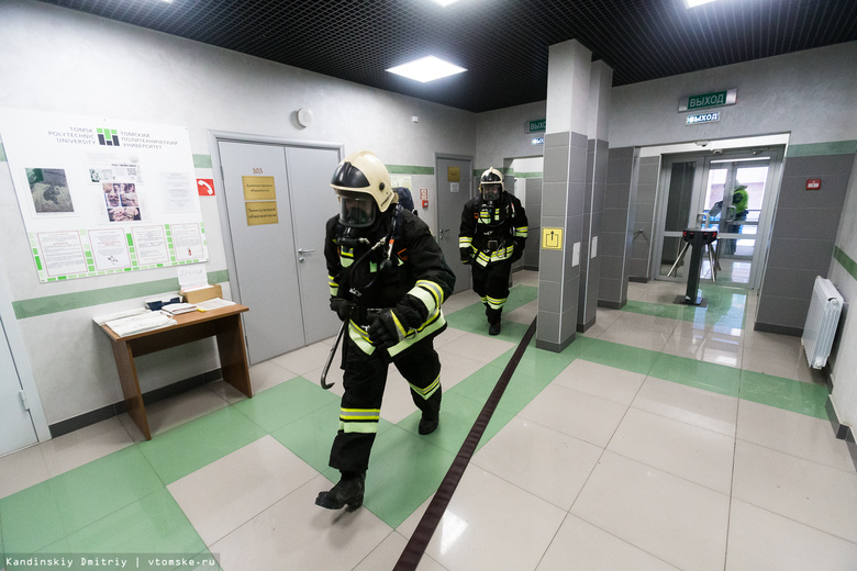 Сотрудники МЧС спасли студентов из «горящего» общежития томского вуза