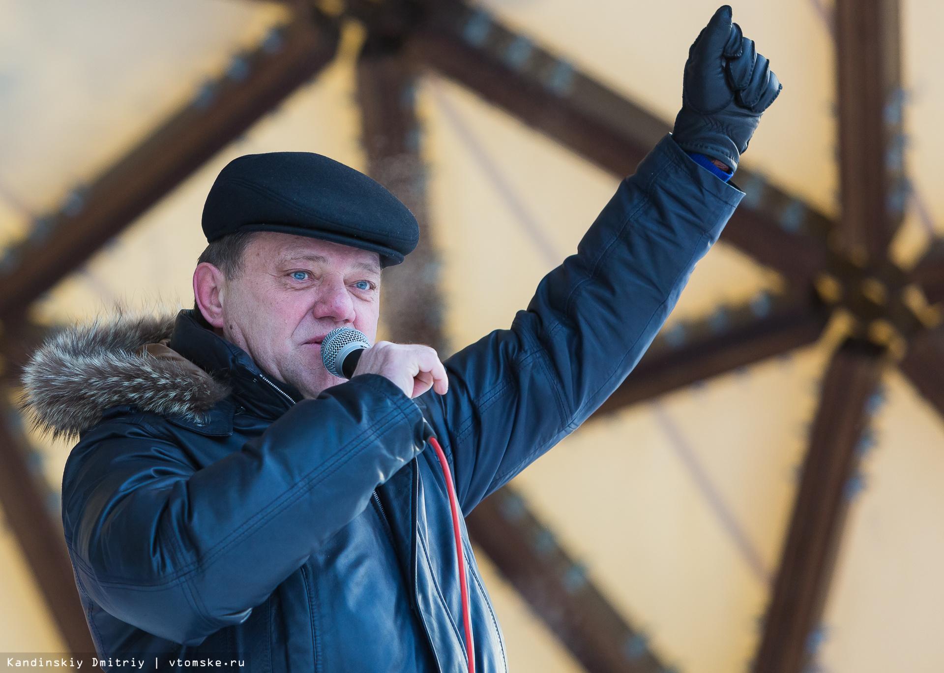 Томские студенты заварили 350 пачек лапши и «утеплили» памятник Татьяне