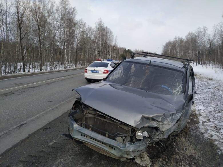 Два человека пострадали при столкновении встречных авто под Томском