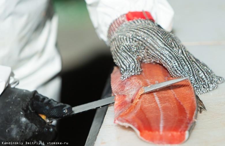 Соленая, копченая, вяленая: как на томском заводе перерабатывают рыбу