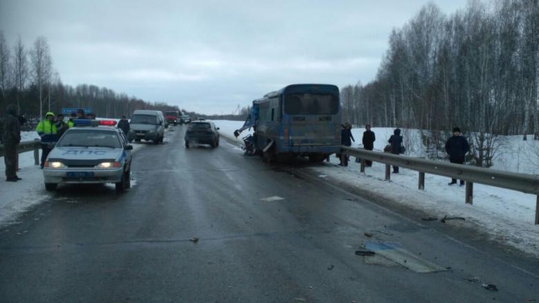 Дети, пострадавшие в столкновении автобуса с КамАЗом, ехали на фестиваль в Томск