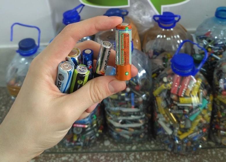 Контейнеры для сбора старых батареек появятся в школах и детсадах Томска в ноябре