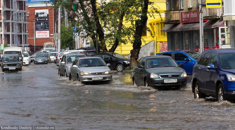 В Томске начали прочищать ливневки для исключения подтоплений в дождь