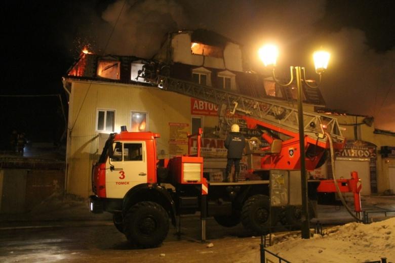 «Реки» текут поулицам врайоне пожара наМира вТомске— свидетели