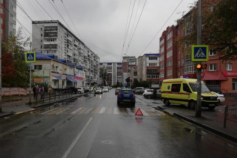 Иномарка сбила 9-летнюю девочку на переходе в Томске
