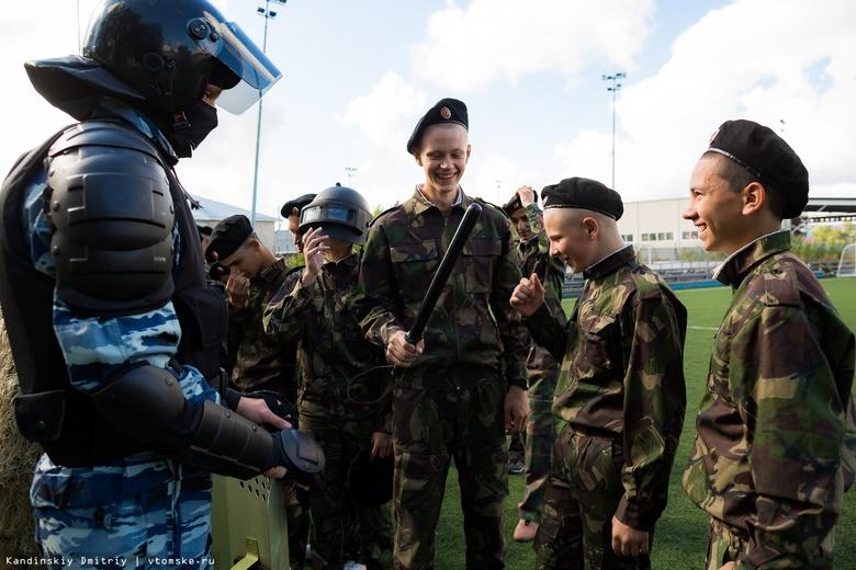 Росгвардия показала томским кадетам, как работают СОБР и ОМОН