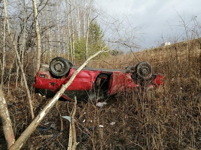 Нетрезвый водитель без прав перевернулся на трассе в Томской области