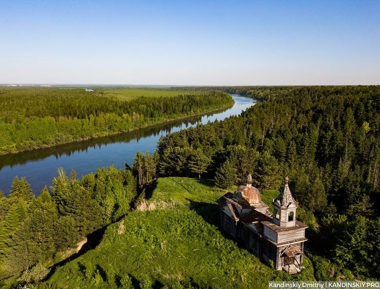 Томичи и жители Нагорного Иштана провели субботник у церкви из «Сибириады»