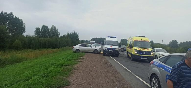 Водитель Chevrolet врезалась в 2 машины на томской трассе. Двое в больнице