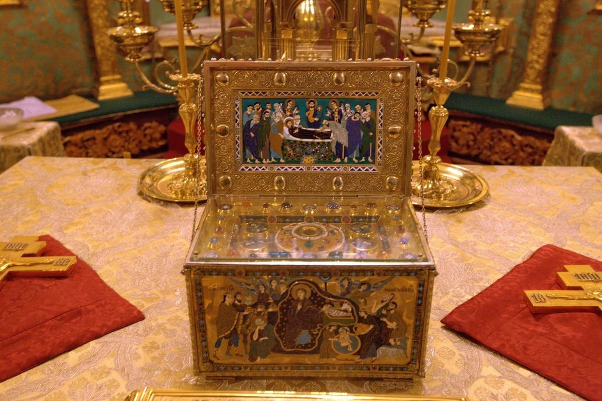 Часть одежды Пресвятой Богородицы привезут в Томск