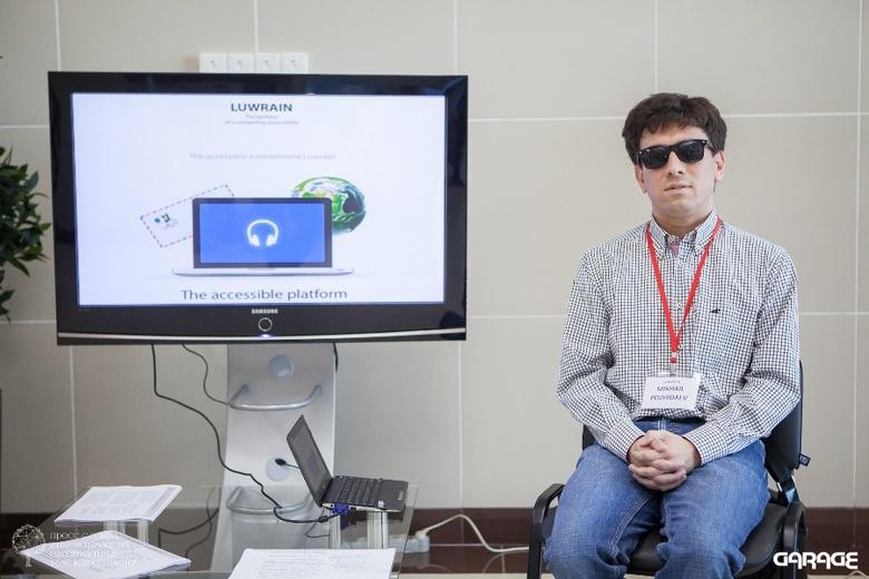 Программист, потерявший зрение, разрабатывает ОС для слепых людей