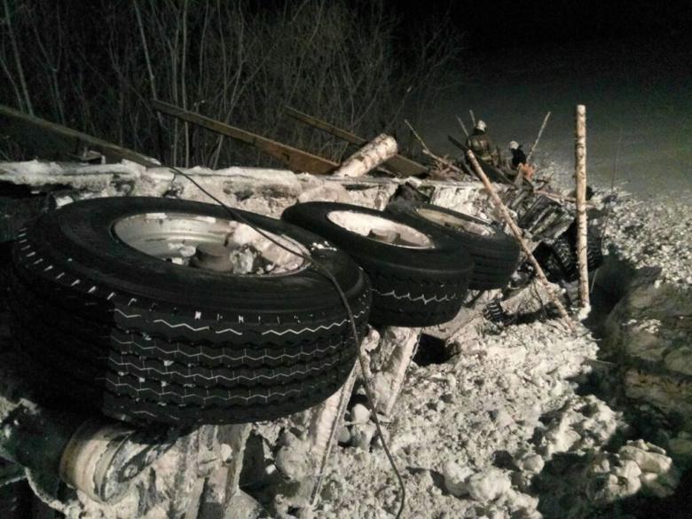 Водитель лесовоза погиб, съехав в кювет на трассе Томск — Мариинск