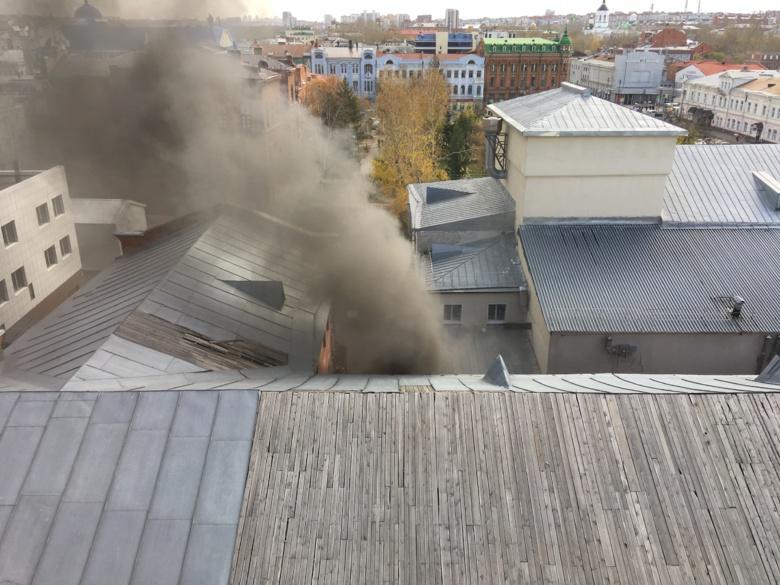 Пожар произошел в гараже возле томского ТЮЗа
