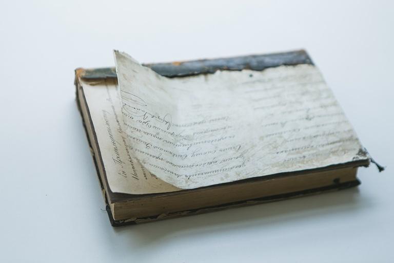 В книге из «научки» ТГУ нашли письмо XIX века семипалатинскому губернатору