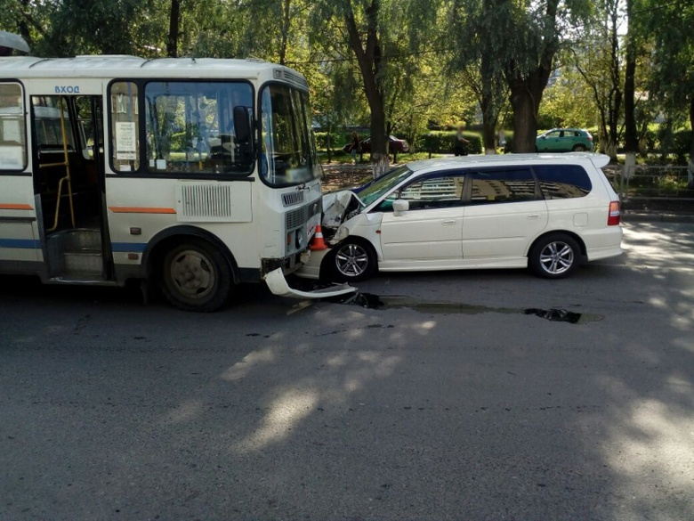 ПАЗ и 2 авто столкнулись в Томске, пострадала пассажирка автобуса