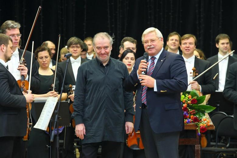 Валерий Гергиев и Сергей Жвачкин на концерте в Стрежевом