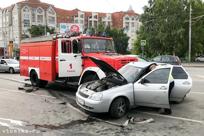 Водителя «Лады» увезли в больницу после ДТП с пожарной машиной