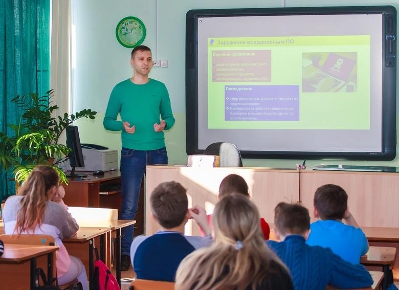 «Ростелеком» провел «Урок цифры» для учеников томской школы