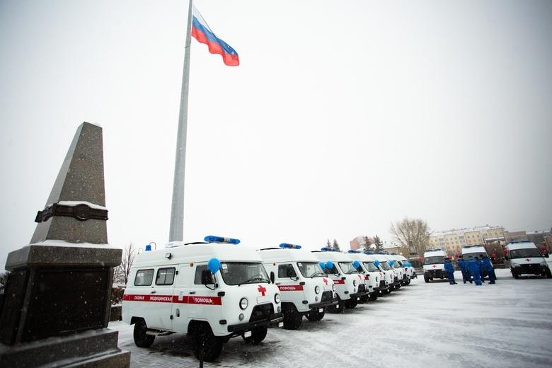 Главврачи томских больниц получили ключи от новых машин «скорой»