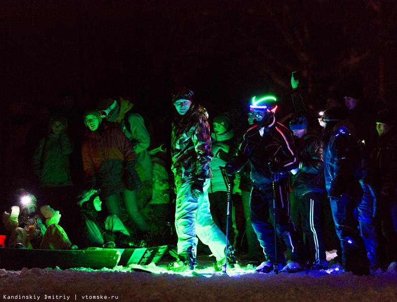 Лыжники и сноубордисты провели первый в стране светодиодный флешмоб (фото, видео)
