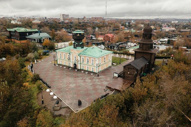 Далеко от столицы, близко к Романовым