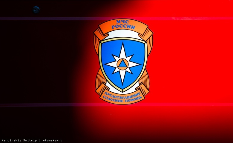 Троих человек спасли пожарные из горящей квартиры в Томске