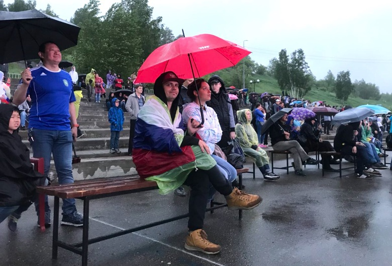 Несколько сотен томичей пришли смотреть трансляцию ЧМ-2018 в Лагерный сад