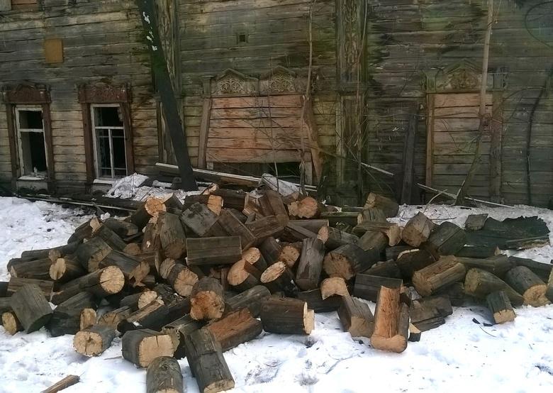 Полиция начала проверку после попыток томичей разобрать деревянный дом на Гоголя