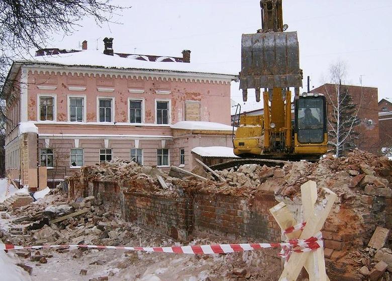 Снос здания по переулку Кооперативному, 8а, в котором ранее находилась лавка купца Михайлова