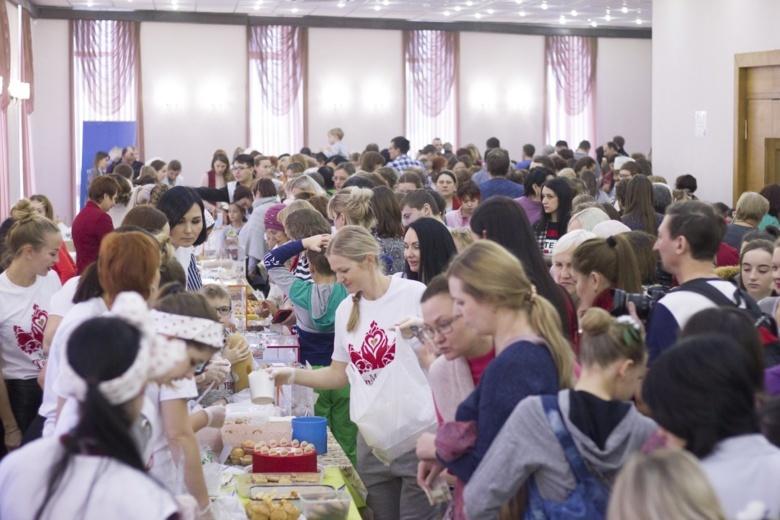Томичи собрали 164 тыс рубна «Маминых пирогах»для семьи, чей дом полностью сгорел