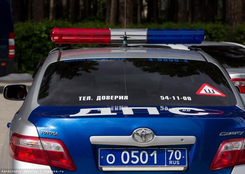 Два человека попали в больницу после тройного ДТП на томской трассе