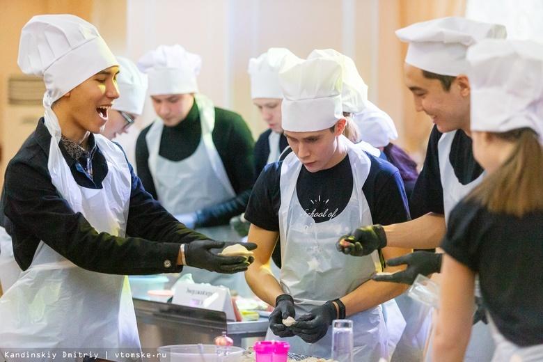Вкусный чемпионат: томские студенты слепили 1,2 тыс пельмешек к Татьяниному дню