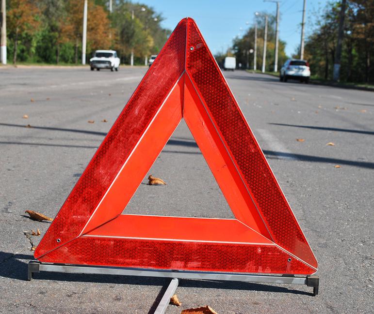 Двое пострадали в столкновении ВАЗа и фуры под Томском