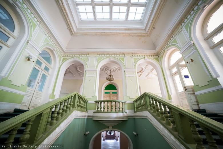 Власти рассказали, почему не ремонтируется томский Дом офицеров