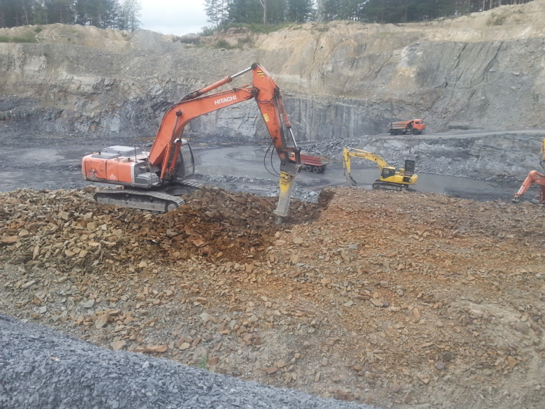 Прокуратура взыскала с фирмы 1,4 млн за незаконную добычу песчаника в Томском районе