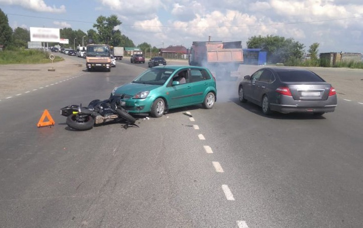 Мотоциклист попал в больницу после столкновения с Ford у Коммунального моста