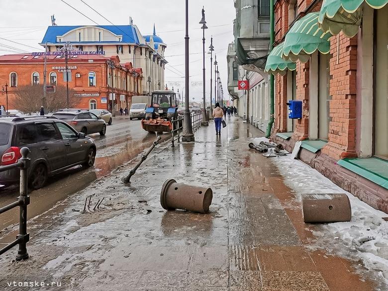 Ущерб в 90 тыс руб предъявят перевозчику за снесенный забор в центре Томска