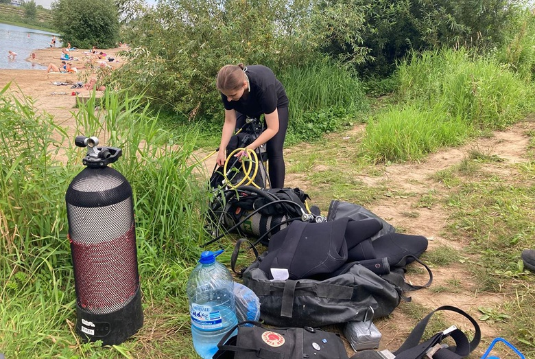 Томские дайверы подняли 50 кг мусора со дна Сенной Курьи