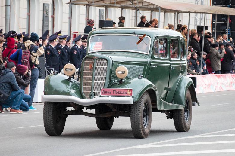 Раритетная военная техника проехала по центру Томска на параде Победы