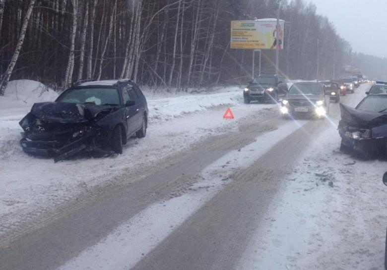 Два человека пострадали в лобовом ДТП на Богашевском тракте (фото)