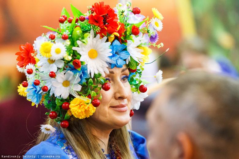 Сельская мода, колбасы из медвежатины и дикоросы: «Золотая осень» открылась в Томске